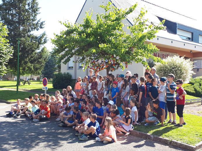 27 juin 2018 mairie Irodouër enfants arbre de paix